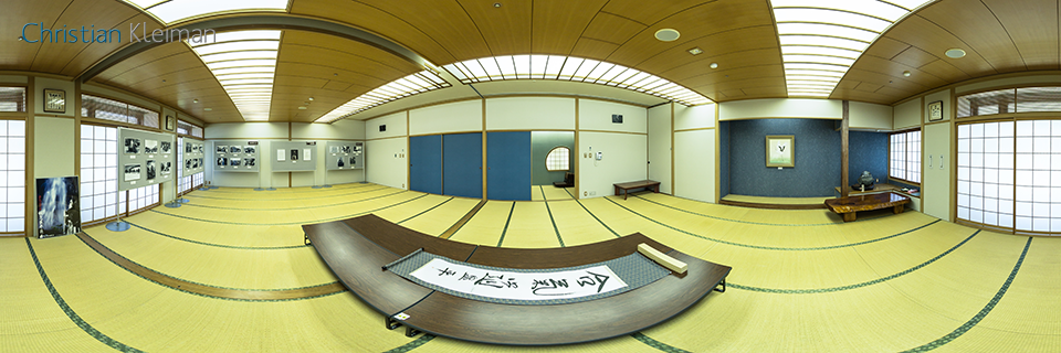 Original hanging scroll by Ueshiba Morihei - Shirataki - 360 VR Pano Photo